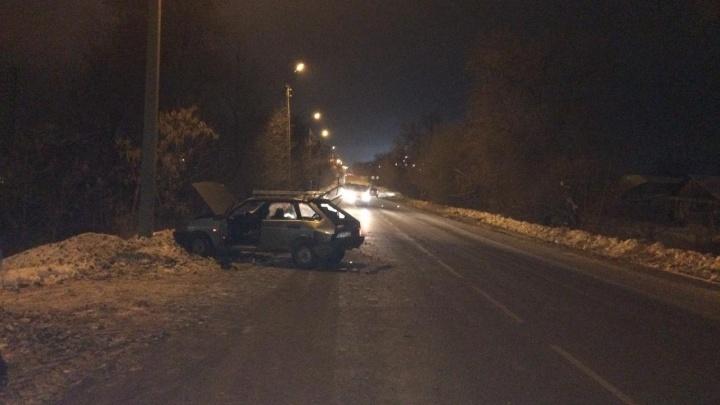 В Самарской области припаркованная «девятка» отлетела на пешехода после ДТП