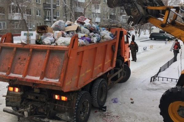 В прокуратуре считают, что некоторые управляющие организации начисляют плату за вывоз мусора в составе жилищных услуг