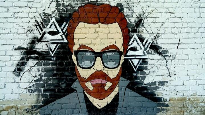 «Вдруг это будет выглядеть как хайп?»: в сквере Урюпинска нарисовали портрет репера Децла