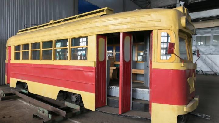 Долой саркофаги: в администрации Архангельска хотят оставить последний трамвай открытым для северян