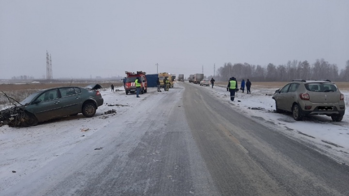 На трассе в Челябинской области столкнулись пять машин, есть пострадавший