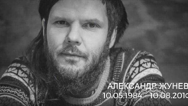 «Сегодня Саше исполнилось бы 35». В Перми сняли клип в память о художнике Александре Жуневе