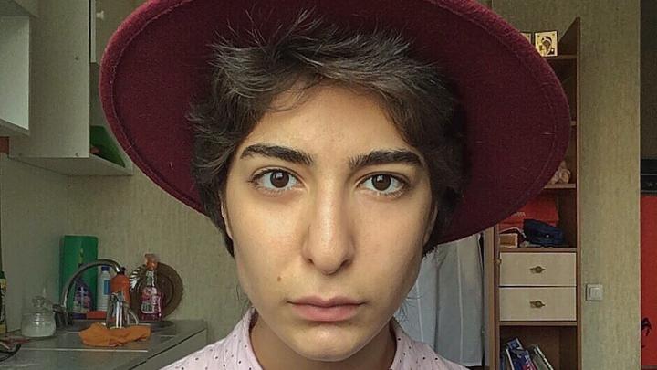 Студентку с нетрадиционной сексуальной ориентацией мать насильно увезла в Баку и отобрала документы