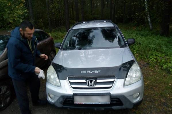 Алексей Крестьянов утверждает, что на капоте этого автомобиля он проехал около 20 метров