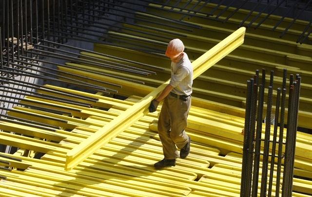 «Есть зарплаты в 100 тысяч рублей»: в службе занятости заявили о дефиците кадров на Южном Урале