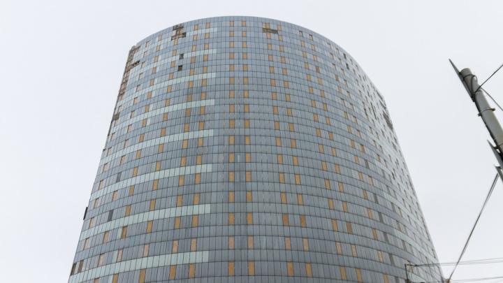 Обустройство стеклянной высотки у Крымской площади под суд подорожало на 1 миллиард рублей