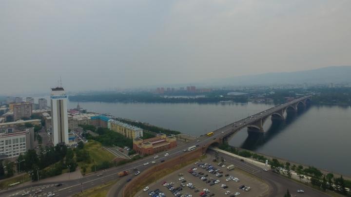 «Меры не нужны»: чиновник заявил о безвредности дымки над Красноярском