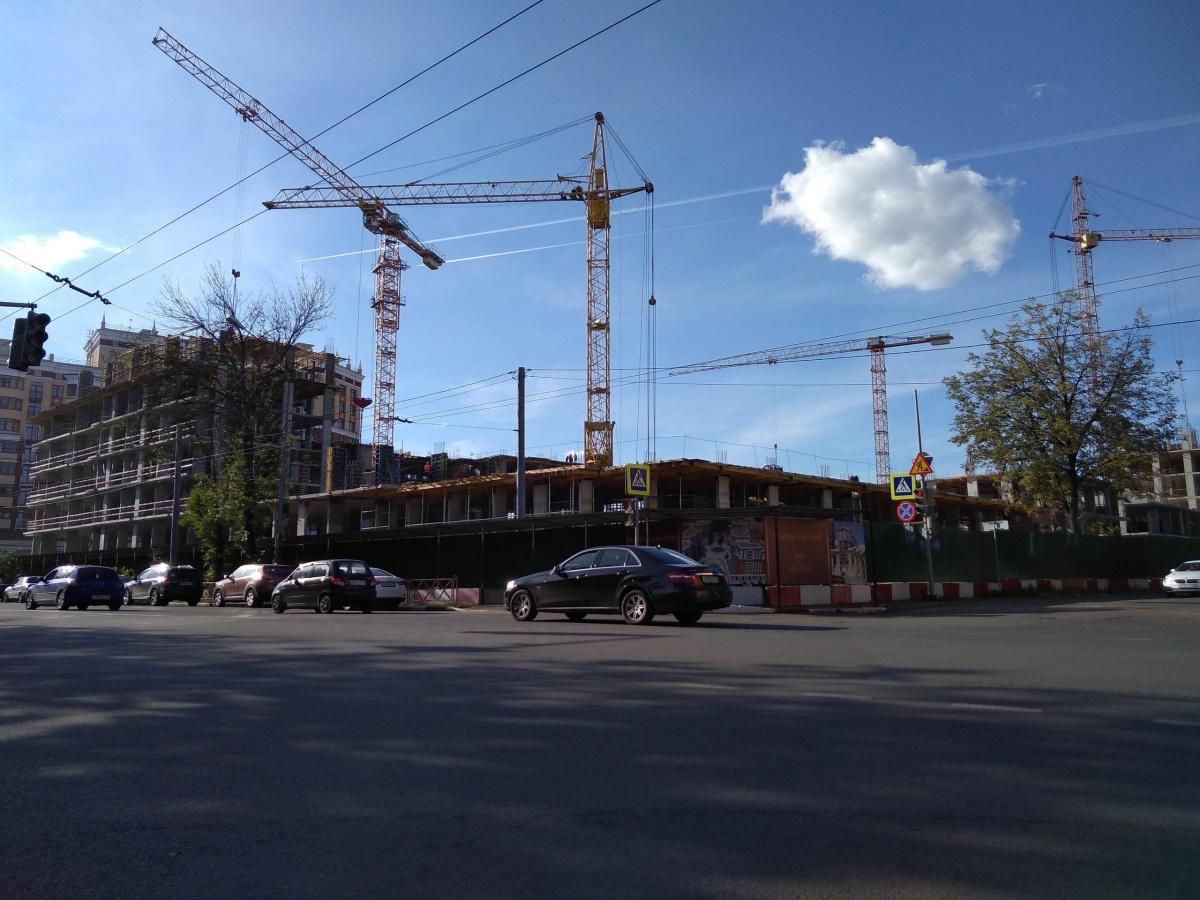 Строители домов в жилом комплексе «Династия» работают в три смены