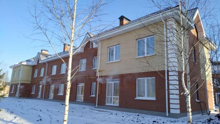 Двухэтажные квартиры и собственный участок: в Тюмени сдали первую очередь квартала «Зеленые аллеи»