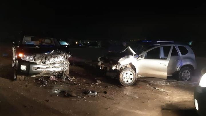 Под Уфой столкнулись Toyota Land Cruiser и Renault Duster есть пострадавшие