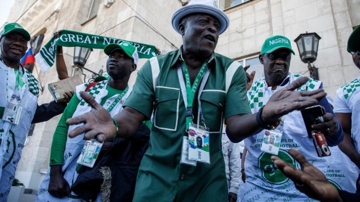«У вас тепло и безопасно»: в Волгоград приехали болельщики из Нигерии и Мексики