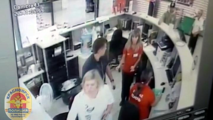 Покупатель расстроился из-за непрошедшей скидки и вернулся в гипермаркет с гранатой