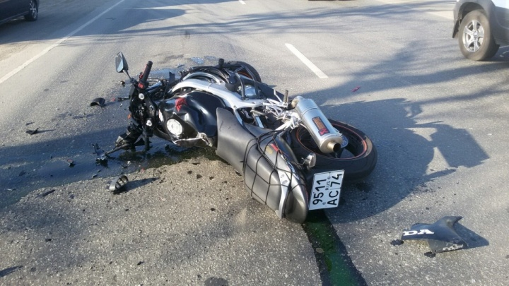 Мотоциклист, въехавший в Mercedes на «Меридиане», умер в больнице