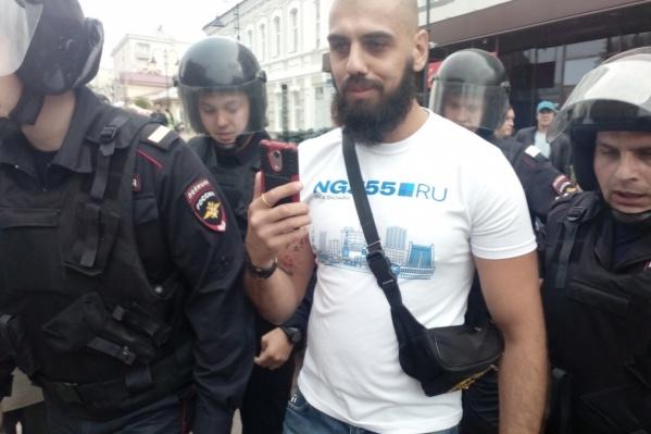 Корреспондента НГС задержали, несмотря на то, что он предъявил удостоверение