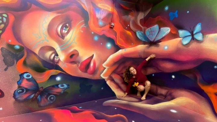 «Мозг с непривычки бунтует»:новосибирская художница сделала проект для Музея иллюзий в Майами