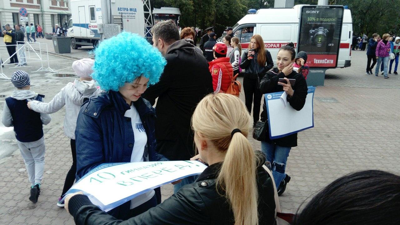 НГС.НОВОСТИ тоже вышли поддержать бегунов. Фото Стаса Соколова
