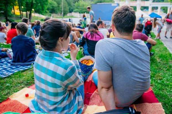 Кинопоказы стартуют каждую субботу в 20:00 по местному времени