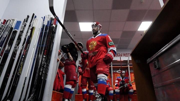 Нападающий «Автомобилиста» Анатолий Голышев забросил шайбу в ворота Швейцарии в матче Еврочелленджа