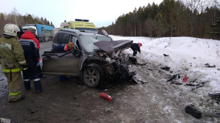 В лобовой аварии на трассе Пермь — Екатеринбург один человек погиб и трое пострадали