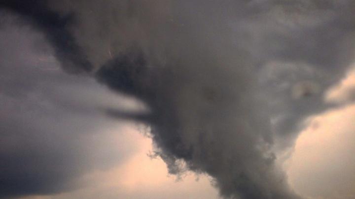 Порывы до 22 м/с: южноуральцев предупредили о шквалистом ветре