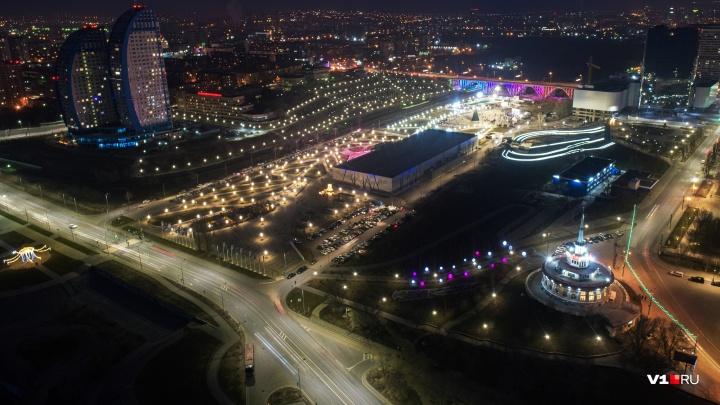 За праздничным шоу и фейерверком: Новый год на площадях Волгограда отметили 12 тысяч горожан