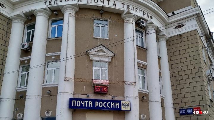 «Почта России»рассказала, что делала собака на стеллажах для посылок курганского главпочтамта