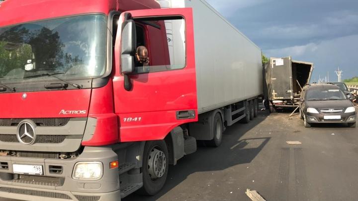 Замес из машин: на трассе М-5 в Самарской области произошло массовое ДТП