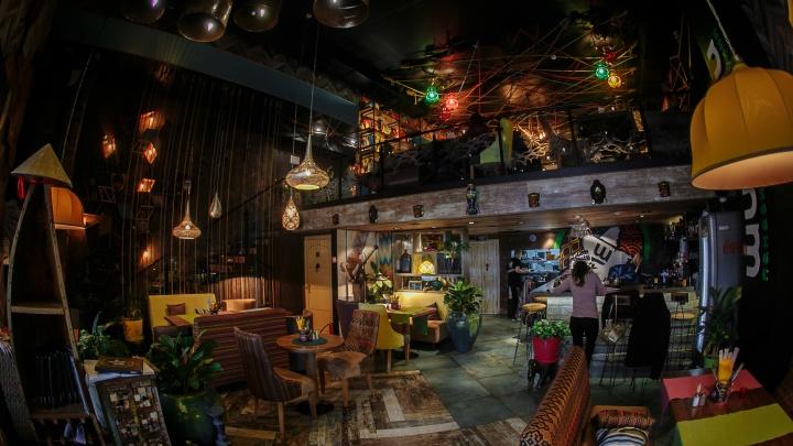 Мох на стенах и картина, нарисованная мамой: пять ресторанов Екатеринбурга с интересным дизайном