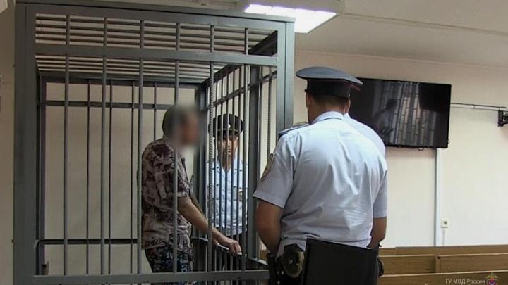 В Волгограде задержали орудовавших в четырех регионах угонщиковLand Cruiser