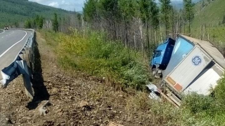 Военные пришли на помощь водителю из Новосибирска, который неделю жил на трассе