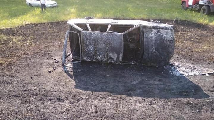 В Башкирии загорелся автомобиль, в нём находилась 80-летняя пассажирка