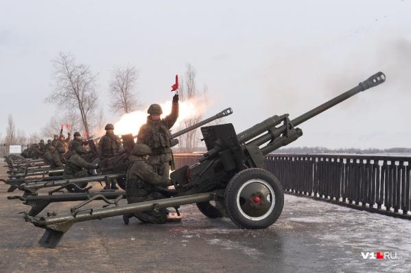 Самый большой салют будет вечером — артиллеристы произведут 30 залпов