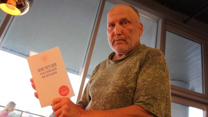 Дед-пикет, которому грозит уголовка из-за сквера: «Мне советовали заняться садом и сидеть тихо»