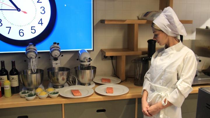 Надоело переучивать: Денис Иванов и СибУПК открыли кулинарную школу для студентов и домохозяек