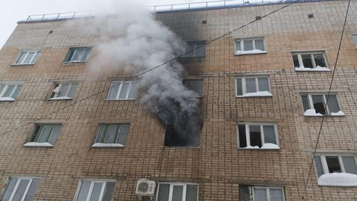 Пожар в пятиэтажке в Башкирии: спасатели эвакуировали 45 человек