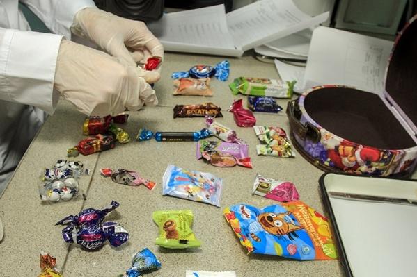 В каждом подарке тщательно проверялась каждая конфета