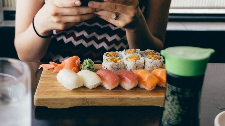 Корпоратив с доставкой в офис: «Кушай суши и пиццу» привезет к банкету отменные блюда