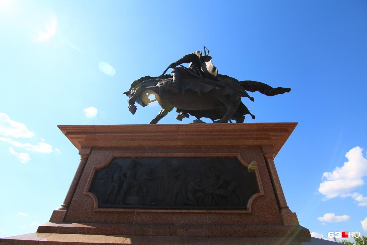 Основателя Самары — князя Засекина — увековечили в конной скульптуре