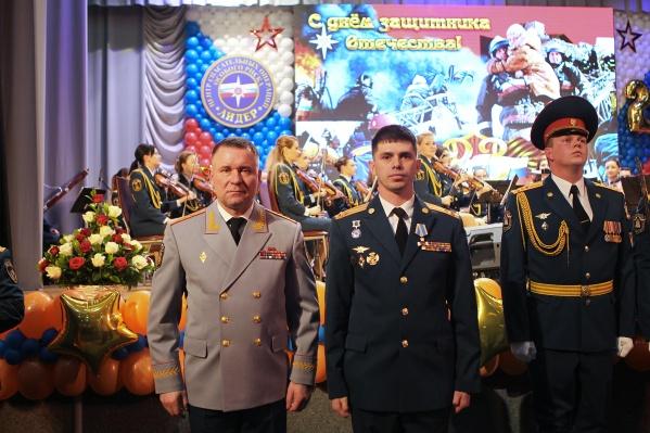 Пётр Гриценко в центре