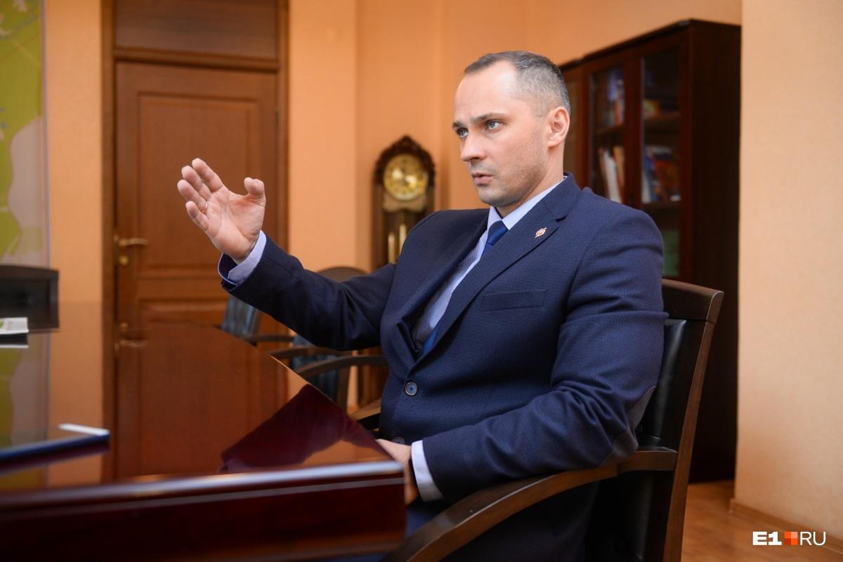 Роман Кравченко читает по 100 обращений от жителейв день