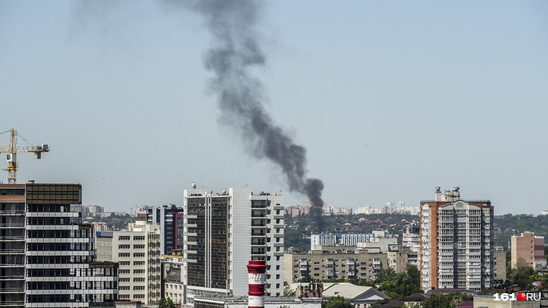 Столб дыма был заметен с другого конца города