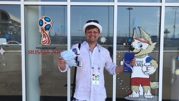 Своих не бросают: волонтёр из Новосибирска вернула земляку потерянные билеты на ЧМ по футболу