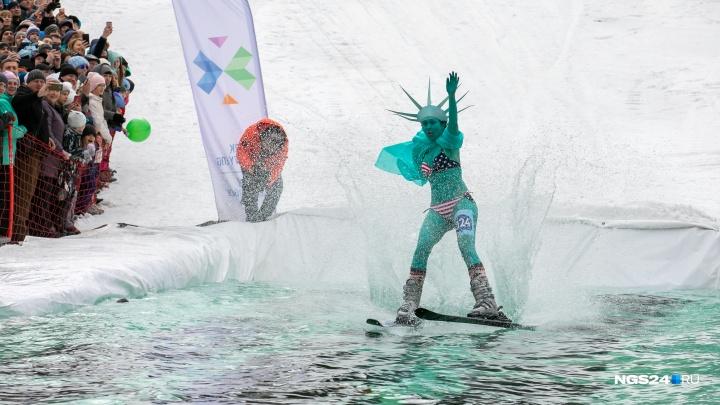 Горнолыжный сезон в Красноярске закрыли спусками с горы в лужу. Смотрим самые эффектные снимки