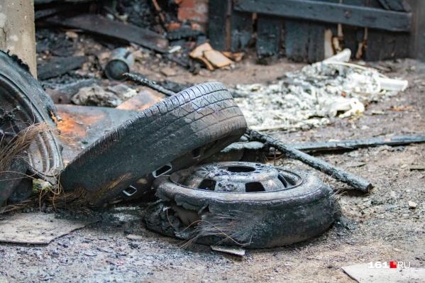 Под Каменском нашли сгоревшую машину с трупом внутри