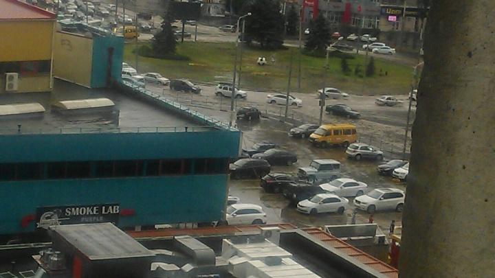 Два района в Ростове после дождя превратились в «Венецию»
