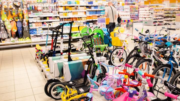 Ценовое раздолье: где в Ярославле стартовали сезонные распродажи на обувь и товары для отдыха