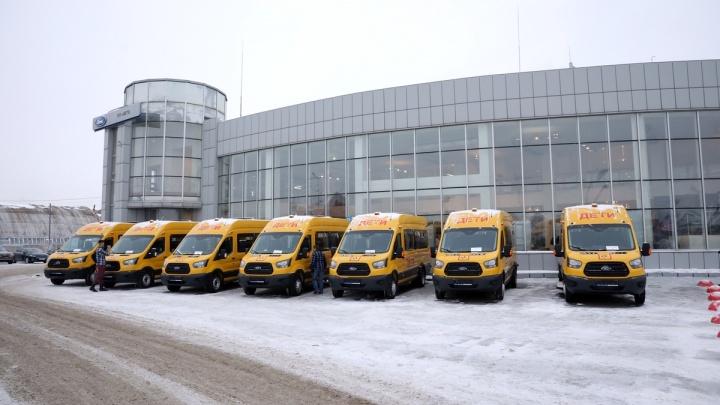 В районы Зауралья переданы 42 новых школьных автобуса