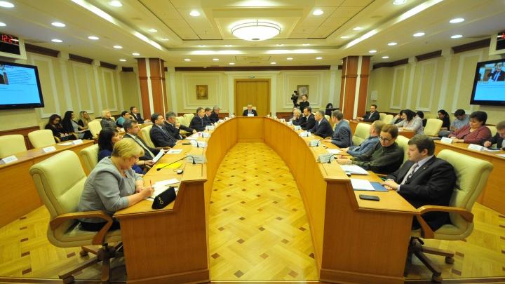 «Страну окружают враги»: депутаты Заксобрания поддержали отмену прямых выборов мэра Екатеринбурга