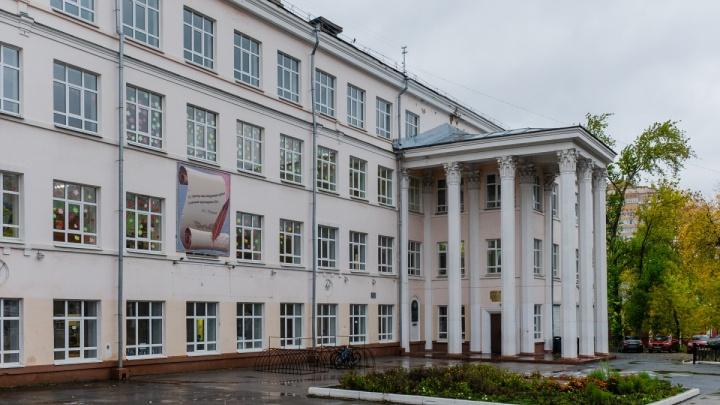 «Сделала обучение платным»: в Перми наказали директора школы №9