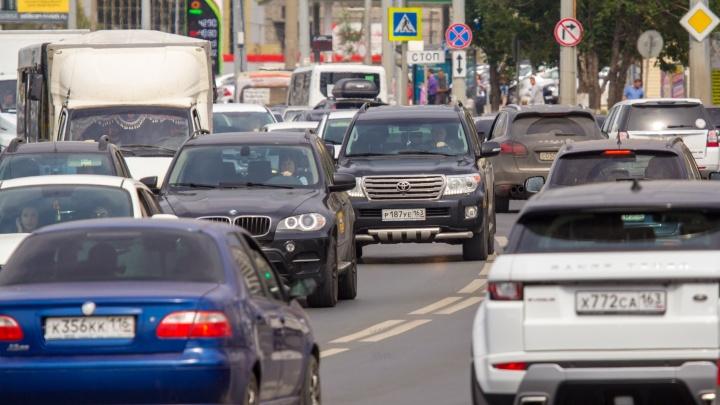 «Машина вылетела с дороги»: транспортный коллапс парализовал район автостанции «Аврора»